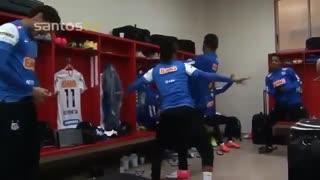 رقص نیمار واعضای تیم برزیل در رختکن و زمین فوتبال