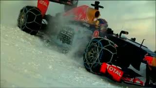 حرکات نمایشی خودروی فرمول یک در پیست اسکی