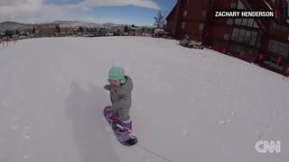 مهارت باورنکردنی یک کودک نوپا در ورزش اسنوبرد