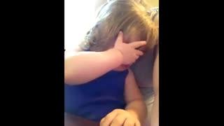 آخیییییییییییییییییییییییییی میبینی پچه کوچولو رو با یه آهنگ گریه کرد