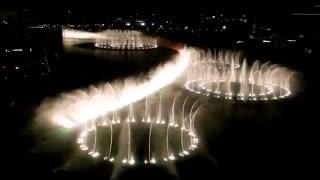 رقص آب در نزدیکی برج خلیفه، دبی، امارات متحده عربی