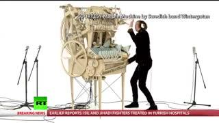 اختراع مرد سوئدی یک ابزار ابتکاری جالب و عجیب برای موسیقی