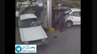 حمله یک خانم به یه آقا تو پمپ بنزین