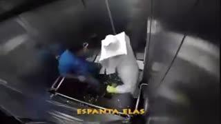 کلیپ زنبورداری دوربین مخفی در آسانسور....