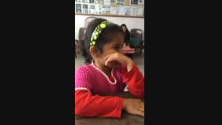 اشتیاق دختر 5 ساله مریوانی برای ثبت نام در کلاس اول+فیلم