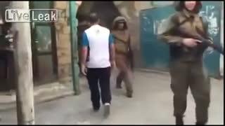 ادب کردن سرباز اسرائیلی توسط جوان فلسطینی