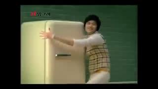 رقص خیلیییی خنده داره لی مین هو برای تبلیغ شیر موز نبینی از دستت رفته