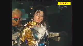 اجرای کوتاه آهنگ «In The Closet» مایکل جکسون