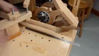 فرآیند دیدنی تراشیدن زنجیر از یک بلوک چوبی