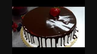 دیزاین کیک تولد شکلاتی با توت فرنگی
