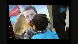 بوسهی غم انگیز کودک شهید مدافع حرم بر چهره پدر