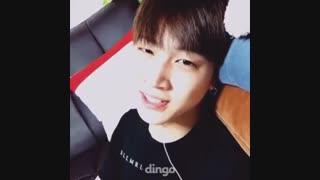 خوندن JB در حالی که دراز کشیده :(