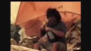 مردی بعدازمدتی گیرافتادن توی جزیره ای روزی لب ساحل یه زن وپیدا میکنه و...