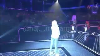دختر خوش صدا در برنامه The voice