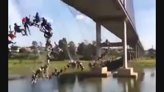 پریدن دست جمعی از روی پل