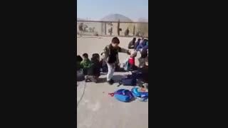 رقص پسر بچه در مدرسه..اخرش فک کنم مدیرشون اومد خخخخخخخ چه قایم شدا