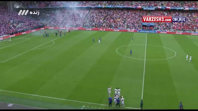 قیچی های استقلال پرتاب مواد منفجره به داخل زمین توسط هواداران کرواسی - نماشا