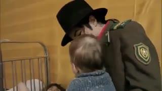 مایکل جکسون و عشق ورزی او به کودکان در کشور روسیه