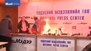خودسوزی وزیر مسکن مغولستان جلوی دوربین پخش زنده