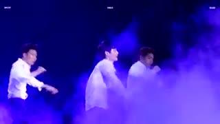 سولوی لی در اکسو دام (لی لاورا اب قند یادتون نره :| ) EXO DOME CONCERT Lay solo