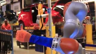 ربات های جدید فورد در کنار ساخت خودرو می توانند برای کارگران قهوه بریزند
