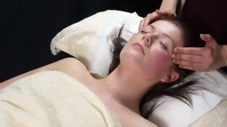 آموزش ماساژ صورت برای جوانسازی پوست