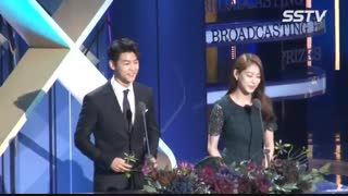 مین هیوک در مراسم Korean Broadcasting Awards