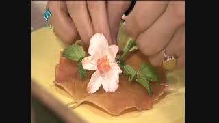 آموزش تزئین گل های خمیری روی برگ