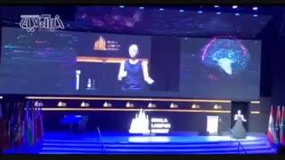 خوشامدگویی جالب روبات زن به روحانی و اردوغان در کوالالامپور