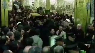 پیکر شهدا در حال انتقال برای طواف در روضه منوره