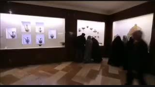 نمایی از ویترین مدالهای جهان پهلوان تختی در موزه مرکزی آستان قدس رضوی
